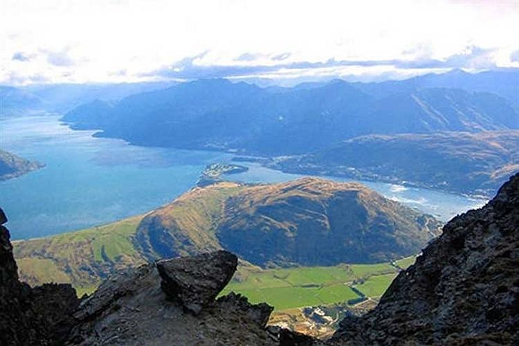 منظره هوایی ناحیه کوئینزتاون در کشور نیوزیلند.