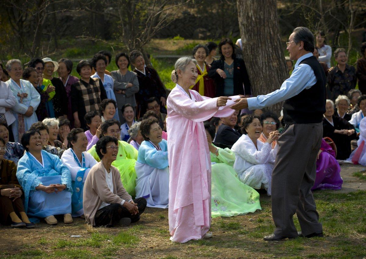 عکس عاشقانه در کره شمالی