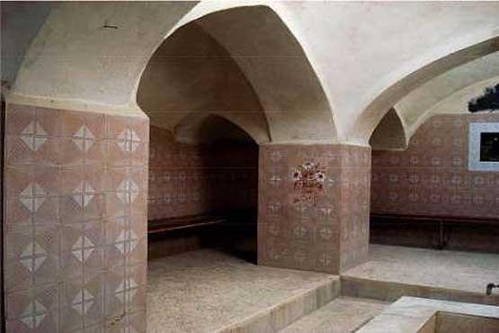تصویر تخریب یک حمام تاریخی در استان چهارمحال و بختیاری