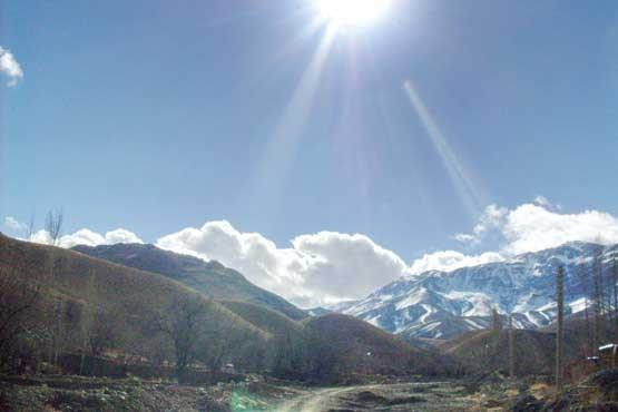 تصویر در میانه کوهها و باغها